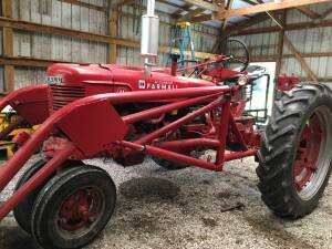 Benld, IL Tractors and Personal Property Auction