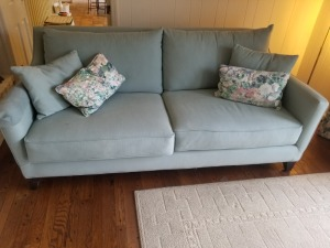 6.5 FT Couch With Pillows