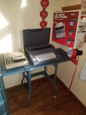 Electronic Typewriter With Stand Lot