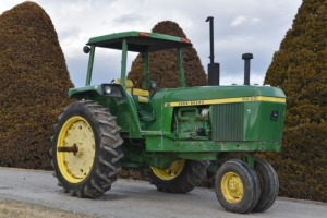 1973 John Deere 4030 with 4 Post Cab - Video Added