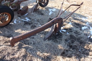 1 bottom Russel no 6 road plow