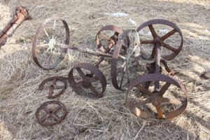 lot of small wheels and axles