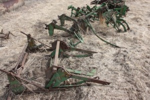High crop and vegetable cultivator assemblies