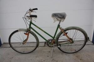 New John Deere Green 3 speed ladies bike