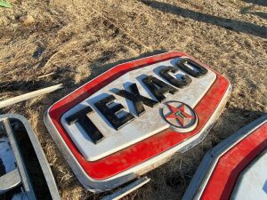 Texaco lighted sign complete with pole