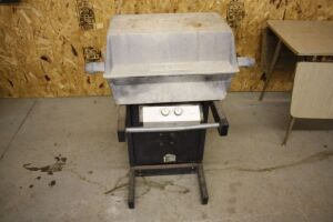 John Deere Model 34G LP Gas Barbeque Grill