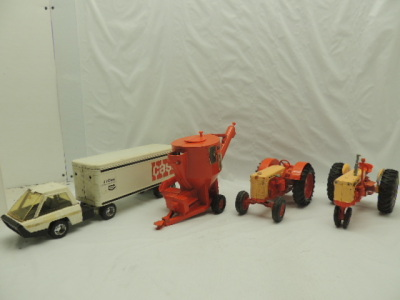 Various Scales Ertl Case (4)-items