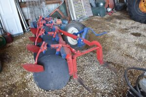 International 4 Bottom Fast Hitch Disc Plow