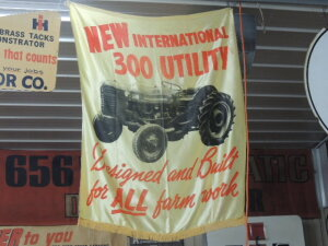 New International 300 Utility hanging banner w/fringe