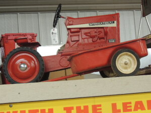 Ertl International 856 pedal tractor set