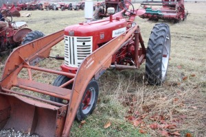 Farmall 350 Diesel with International 33-A power loader