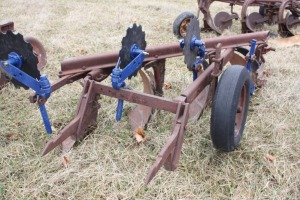 Large point 4 bottom fast hitch plow