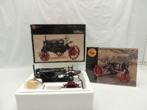 1/16th Ertl Farmall Regular