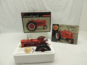 1/16th Ertl Farmall Super M
