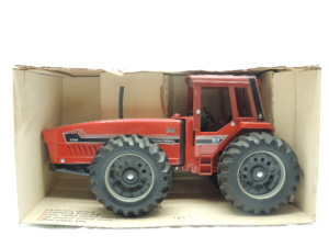 1/16th Ertl International 6388 2+2