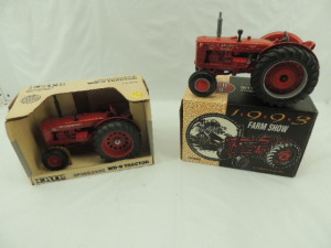 1/16th Ertl McCormick/International (2)-wide front tractors on rubber w/fenders