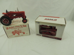 1/16th Ertl Farmall/International (2)-Special Edition items