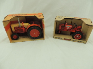 1/16th Ertl Case (2)-tractors w/fenders