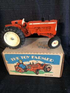 Allis-Chalmers D19 Toy Farmer Edition 1/16th Toy Tractor