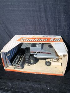 Gleaner R62 1/16 Scale Models Toy Combine