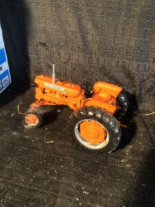 Allis-Chalmers 1/16th Detailed D14 Toy Tractor