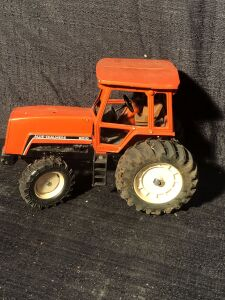 Allis-Chalmers 1/16th 8010 Toy Tractor