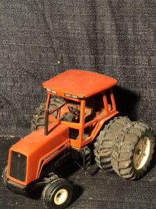 Allis-Chalmers 1/16th 8030 Toy Tractor with duals