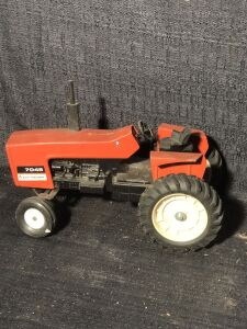 Allis-Chalmers 1/16th 7045 Toy Tractor