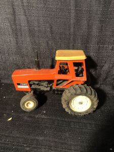 Allis-Chalmers 1/16th 7060 Toy Tractor with cab