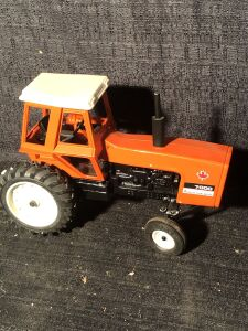 Allis-Chalmers 1/16th 7000 2001 Special Edition Toy Tractor