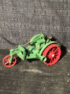 Allis-Chalmers 1/16th 10-18 Toy Tractor