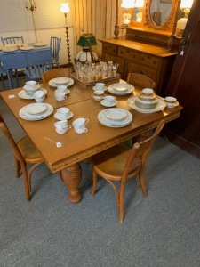 Oak table with 4 leaves