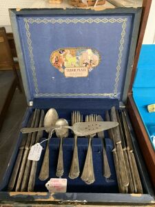 31 piece silverware set with additional pie server