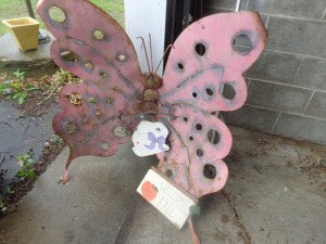 Large and small decorative metal butterflies and (2) welcome signs