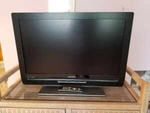 "32"" Magnavox TV/DVD Combo with Remote"