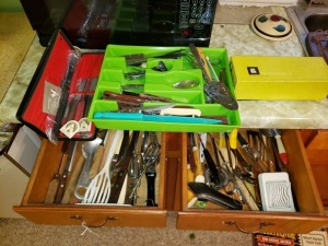 Kitchen Drawer Contents Lot - Cutlery And Utensils