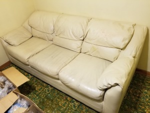 VIEWPOINT LEATHER SOFA LOT