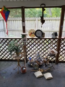 OUTDOOR PORCH DÉCOR AND WICKER BASKET LOT