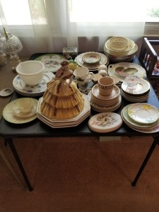 PLATES AND TEA CUP LOT