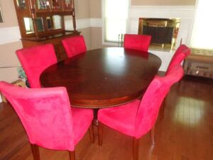 Beautiful dining room table w/leaf and (6) chairs