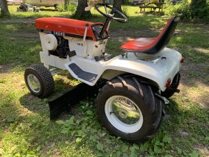 John Deere 120 Red Patio Garden Tractor