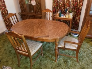 Dining Room Table (4) Chairs