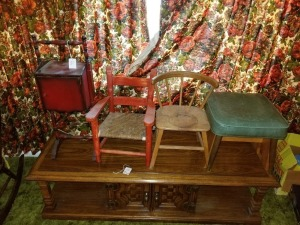 Small Chairs/Stool/Table Lot
