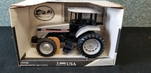1/16th Scale Models White 6215 Workhorse