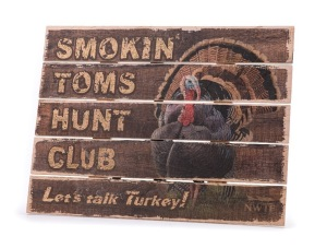 NP Smokin Toms Hunt Club Pallet Sign