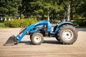 New Holland T2420, Serial Number Z6NCF1059, 807 hours