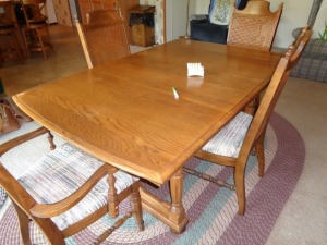 Dinning Room Table w/6chairs and 3 leaves