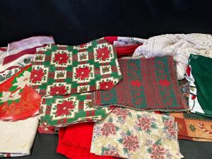 Christmas Placemats And Tablecloths in Tote