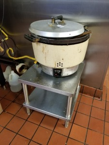 RINNAI COMMERCIAL RICE COOKER AND STAINLESS RACK LOT