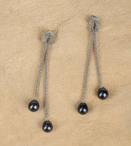 Black Pearl Knotted Earrings
